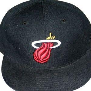 Miami Heat NBA Hat Cap Adidas Fitted SZ 7 3/8